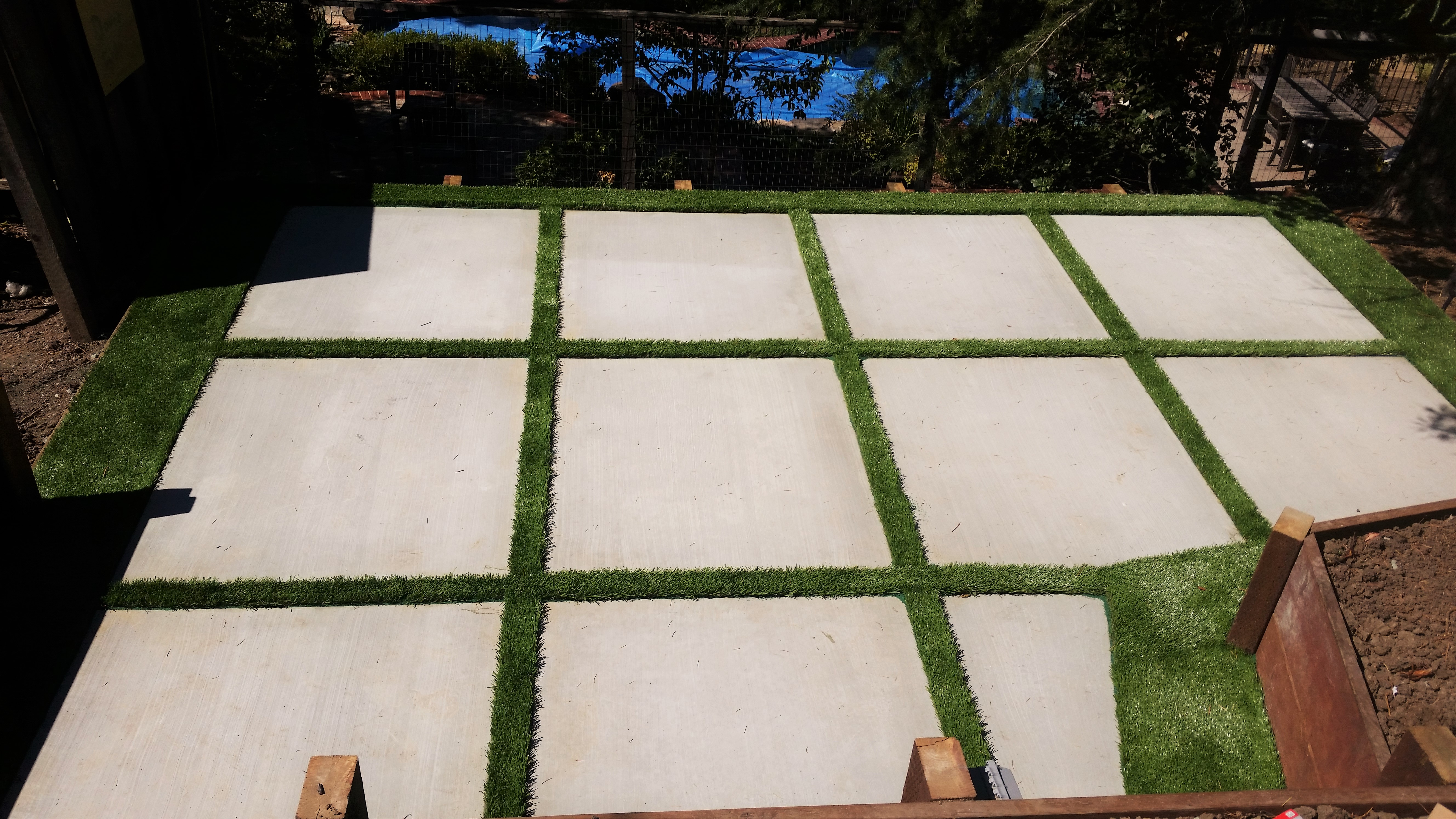 laf-daves-cement-court-with-turf-lining